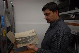 Лукаш Нахтманн показывает «шкоды» компании «Российское такси», Фото: Архив Эвы Туречковой