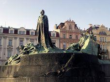 Estatua de Jan Hus en la Plaza de la Ciudad Viejam foto: JCNazza CC BY 3.0
