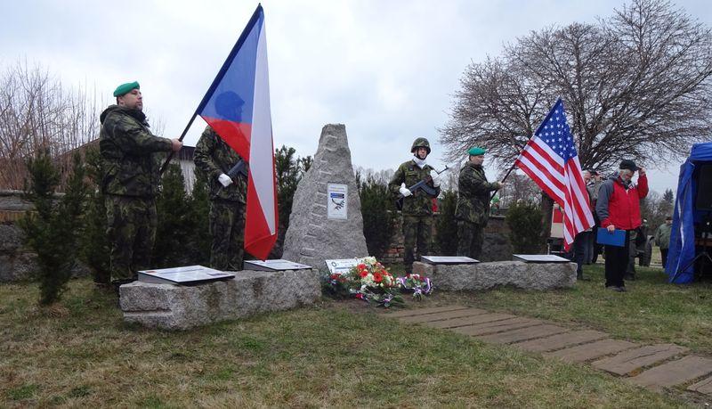 Pomník ve Vísce připomínající pád amerického bombardéru vroce 1945, foto: Milena Štráfeldová