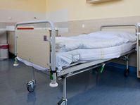 Nadstandardní pokoj na Gynekologicko-porodnické klinice Na Bulovce, foto: ČTK/Vondrouš Roman