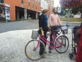Розовые велосипеды компании Rekola Bikecharing, фото: Габриела Гауптвогелова, Чешское радио