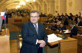 Alexander Kwasniewski en el Senado checo (Foto: CTK)
