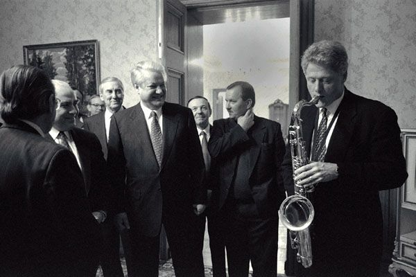 President Bill Clinton plays the saxophone presented to him by Russian President Boris Yeltsin at a private dinner hosted by President Yeltsin at Novoya Ogarova Dacha, Russia, 1994, photo: Bob McNeely/U.S. federal government, public domain