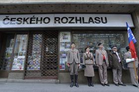 Feier vor dem Gebäude des Tschechischen Rundfunks in Prag (Foto: ČTK / Michaela Říhová)