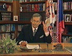 Вацлав Гавел попрощался с гражданами в телевизионном обращении к народу (Фото: ЧТК)