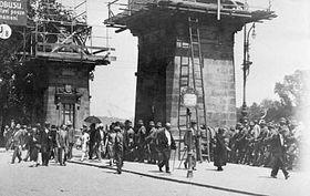 Policejní zátarasy na mostě Legií vPraze 6.července během tzv. Rudého dne, foto: ČTK
