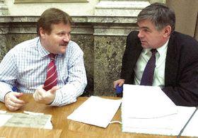 Министр труда и социальных дел Здененк Шкромах (влево), фото: ЧТК