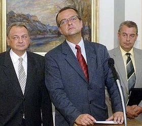 Předseda KDU-ČSL Miroslav Kalousek (uprostřed), první místopředseda Jan Kasal (vlevo) apředseda poslaneckého klubu lidovců Jaromír Talíř, foto: ČTK