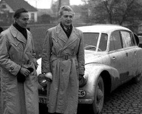 Miroslav Zikmund (de la izquierda) y Jirí Hanzelka, 1949 en Praga, después de la vuelta al mundo, foto: CTK