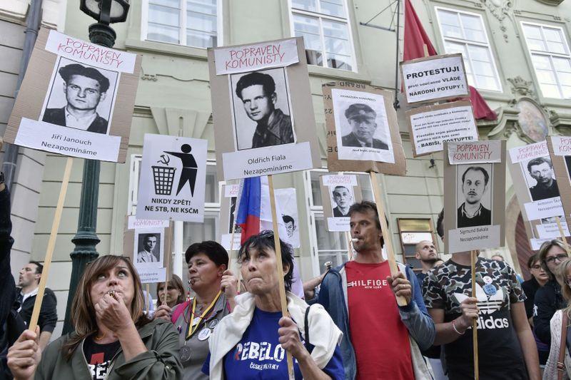 Демонстрация протеста против привлечения компартии для поддержки правительства в парламенте, фото: ЧТК / Шиманек Вит