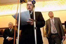 Zleva: Miloš Melčák, Michal Pohanka apremiér Mirek Topolánek, foto: ČTK