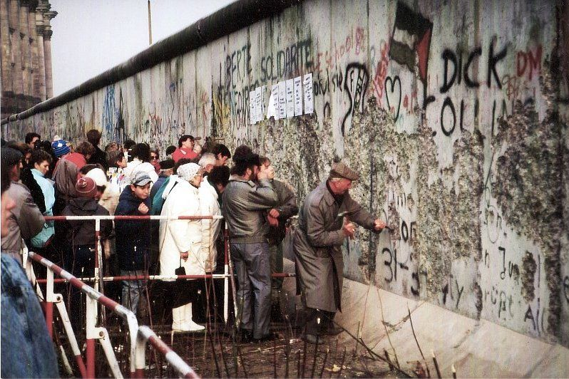 The fall of the Berlin Wall, photo: Superikonoskop, CC BY-SA 3.0