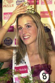 Miss ČR 2003 - osmnáctiletá hnědoočka, plavovláska astudentka gymnázia zPříbrami Lucie Váchová, foto: ČTK