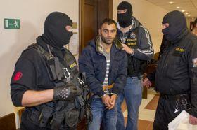Задержанный в здании Областного суда города Градец Кралове, Фото: ЧТК
