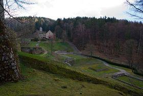 'Tal des Todes' mit Gedenkanlagen (Foto: www.wikimedia.org)