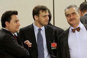 Karel Schwarzenberg (right) in discussion with NATO foreign ministers, photo: CTK