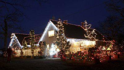 Weihnachtsbeleuchtung Für Hausgiebel.Haus In Ostböhmen Erstrahlt An Weihnachten Im Schein Von 15 000