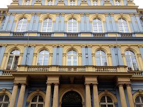 Здание гимназии Яна Неруды (Фото: Олег Фетисов)