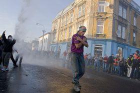 Снимок года Czech Press Photo 2011: «Беспорядки в Вансдорфе» (Фото: Станислав Крупарж)
