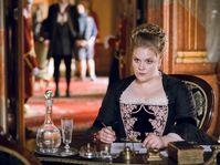 Stefanie Reinsperger als Maria Theresia (Foto: Jakub Hrab, Tschechisches Fernsehen)