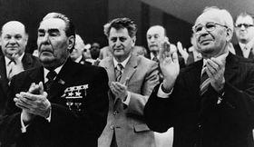 Gustav Husák (à dr.) et Leonid Breznev