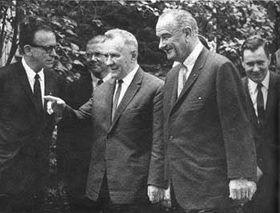 Lyndon Johnson et Alexeï Kossyguine à Glassboro, photo: National Park Service