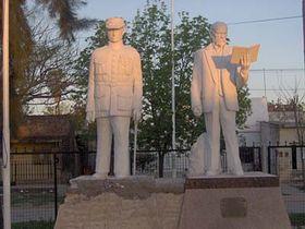 Estatuas de Milan Rastislav Stefánik y Tomás Garrigue Masaryk