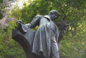 Estatua de Karel Hynek Mácha, la colina Petřín, foto: Kristýna Maková / Archivo de Radio Praga