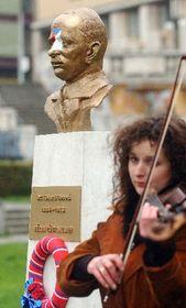 Golden bust of the second Czechoslovak President Edvard Benes, photo: CTK