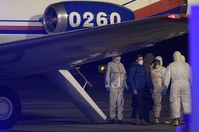 Les sept personnes, parmi lesquelles deux ressortissants slovaques, sont arrivées en République tchèque dimanche soir, photo: ČTK / Ondřej Deml