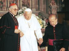 Miloslav Vlk, Pope John Paul II, photo: CTK