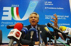 Доминик Вилепин, министр заграничных дел Франции, в Неаполе (Фото: ЧТК)