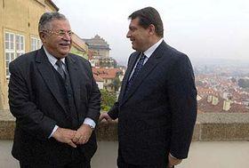 Irácký prezident Džalál Talabání (vlevo) sčeským premiérem Jiřím Paroubkem, foto: ČTK