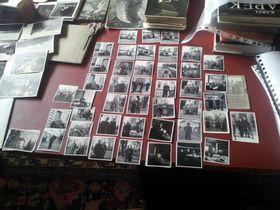 Plusieurs ensembles de photos représentent entre autres Olga Scheinpflugová mais aussi la petite chienne fox terrier appelée Dášeňka, photo: Jan Charvát, ČRo