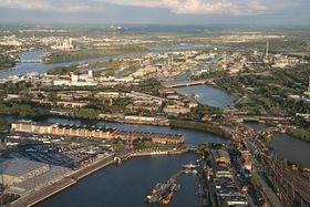 Saalehafen - Bildmitte (Foto: Reinhard Kraasch, CC BY-SA 3.0)