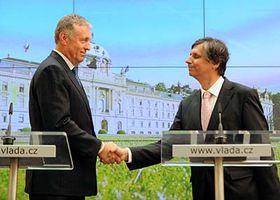 Mirek Topolánek y Jan Fischer, foto: CTK