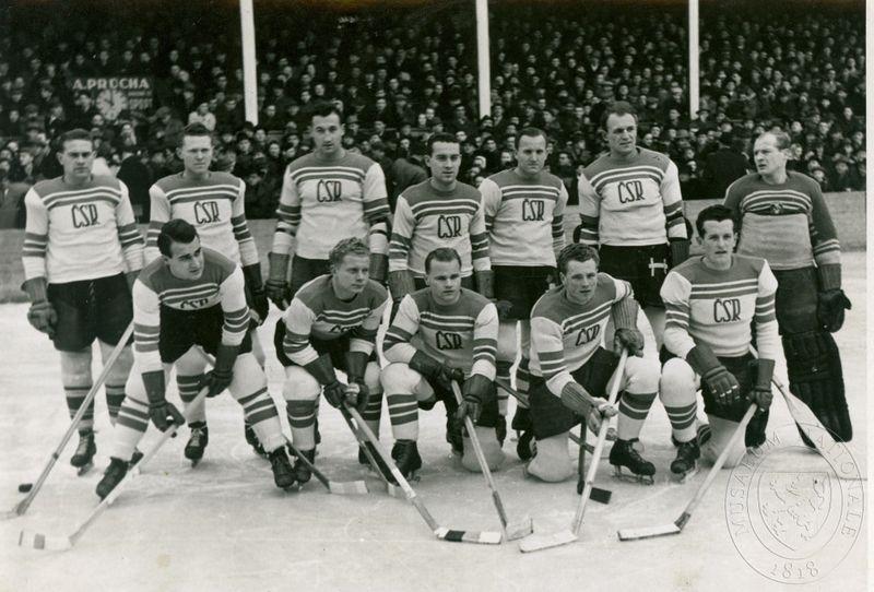 Les hockeyeurs tchécoslovaques en 19847, photo: Národní muzeum, e-sbirky, CC BY