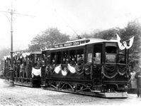 Le 18 juillet 1891, les Pragois découvrent avec curiosité, et peut-être avec une certaine méfiance, le nouveau tramway électrique dont vient de se doter la ville, photo: CTK