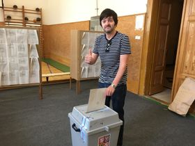 Ian Willoughby voting for the first time as a Czech citizen, photo: archive of Ian Willoughby