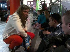 Волонтеры на пражском Главном вокзале, Фото: Даниэла Врбова, Чешское радио