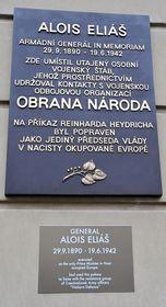 29. září byla na Kolovratském paláci vPraze Aloisu Eliášovi odhalena pamětní deska, foto: ČTK