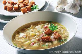 Česneková polévka sosmaženou houskou, foto: CzechTourism