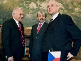 De izquierda: Leszek Miller, Mikulás Dzurinda y Vladimír Spidla, foto: CTK