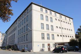 Gebäude der ehemaligen Bezirksverwaltung des Ministeriums für Staatssicherheit (MfS) in Dresden (Foto: Heinz-Josef Lücking, Wikimedia Commons, CC BY-SA 3.0 DE)