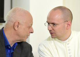 Больничные капелланы Витезслав Вурст и Марек Драбек (справа), Фото: ЧТК
