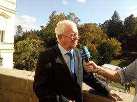 30 Jahre danach: Rudolf Seiters auf dem Balkon der Botschaft (Foto: Till Janzer)