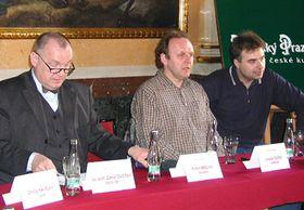 Oper Nagano - Pressekonferenz, Librettist Jaroslav Dusek in der Mitte (Foto: Radio Prag)