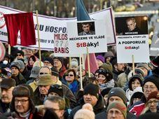 Sur la place Venceslas, à Prague, plusieurs centaines de personnes ont manifesté contre le retour des communistes au pouvoir, photo: ČTK