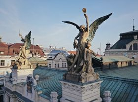 Scupltures Milan Havlíček on the roof of the theatre Divadlo na Vinohradech, photo: Amos Chapple