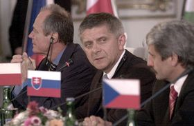 Péter Medgyessy, Marek Belka y  Mikulás Dzurinda (por la izquierda), foto: CTK